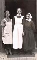 Archiv: D. Gropius 1936; Dora Gropius, Ursula Born und Martha Schneider